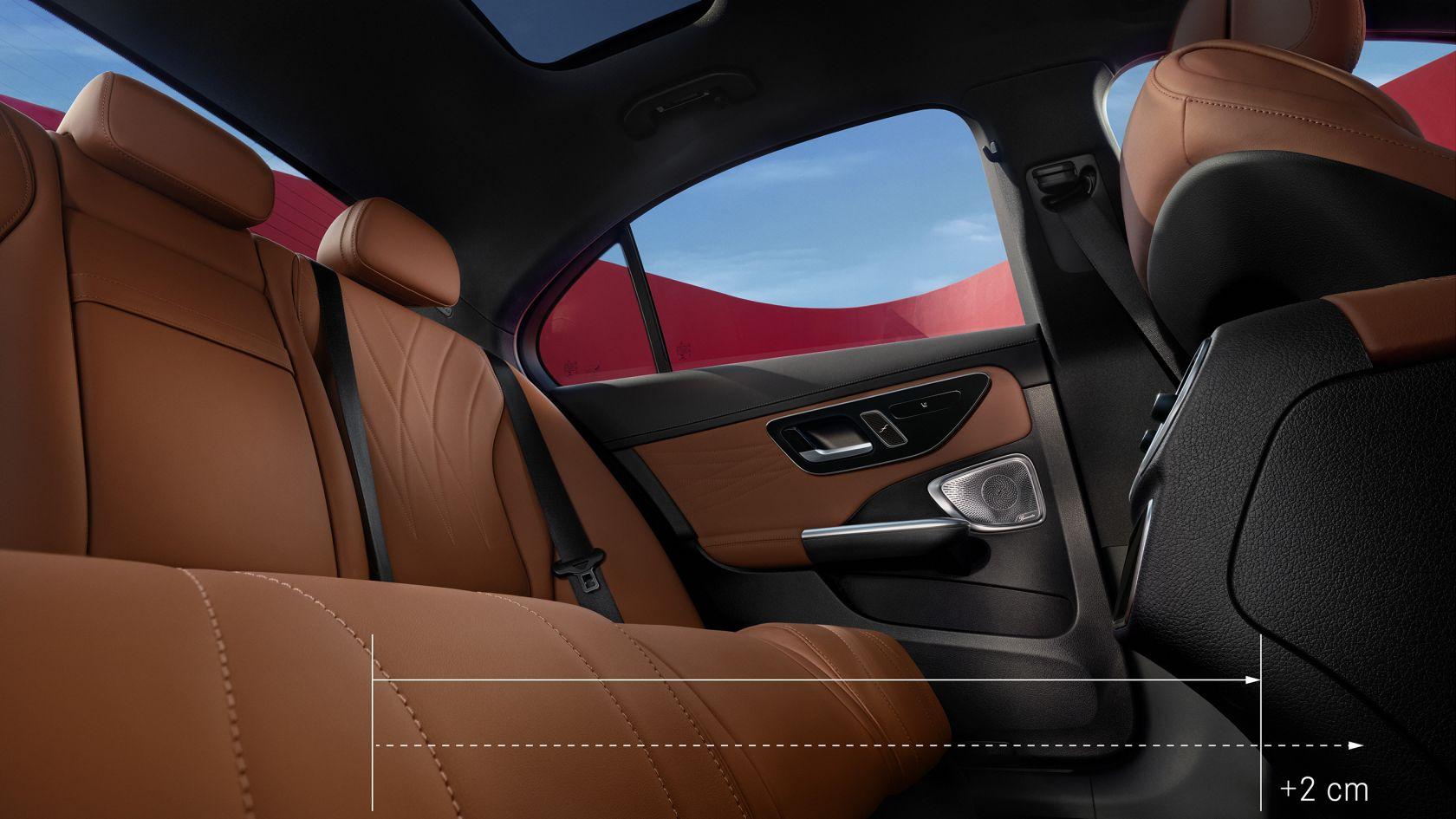 Na obrázku je zadní část vozu Mercedes-Benz TřídyC sedan.